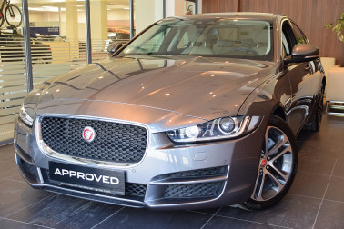 Jaguar XE 20d Pure Aut. bei Fahrzeugbestand GB Premium Cars in Ihre Fahrzeugfamilie