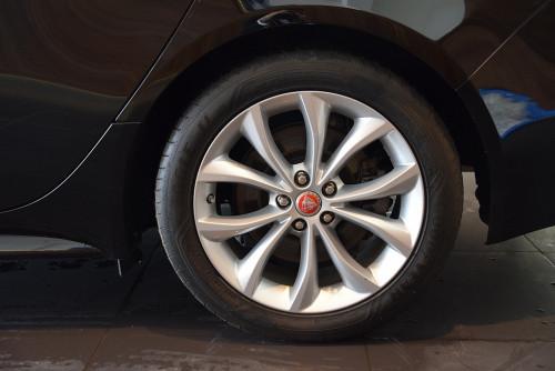 72979_1406418415429_slide bei BM || GB Premium Cars in